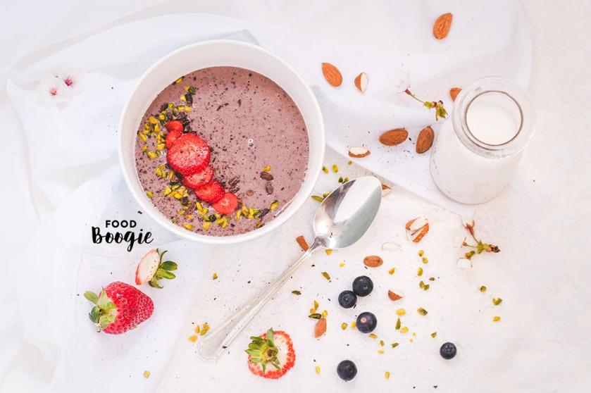 acai bluebeery smoothie bowl